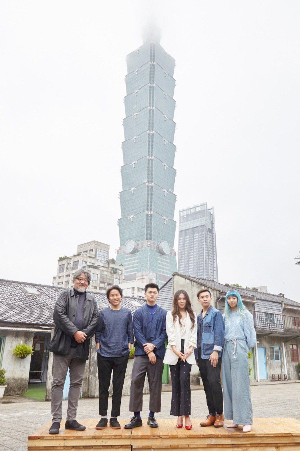 簡單生活節創辦人張培仁(左一)、蔡健雅(右三)與獨立樂團甜約翰出席今天記者會。圖...