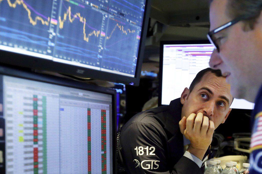 未來股市的投資報酬率可能走低,華爾街投資人因此押注高息股、價值股,或奉行多元投資...