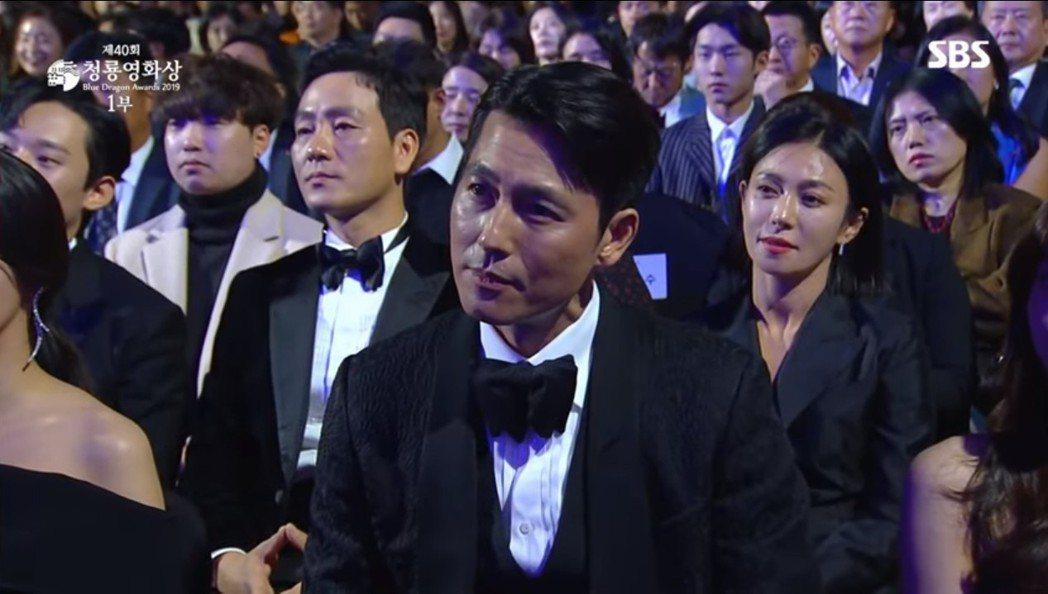 郑雨盛六度叩关青龙奖终于夺影帝。 图/摘自SBS