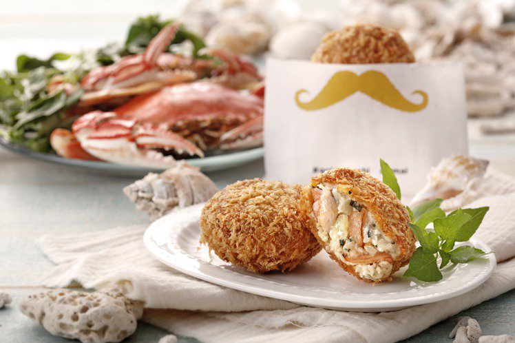 新推出的蟹肉名氣餅,內含整塊的蟹管肉,單顆65元。圖/金葉名氣餅提供