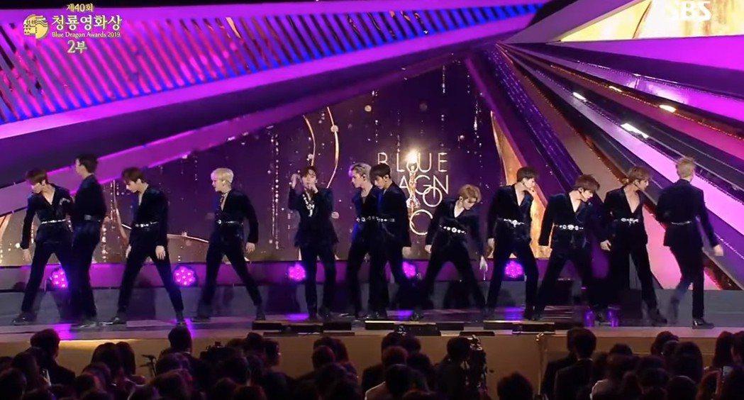 SEVENTEEN今晚於青龍獎頒獎典禮演出。圖/截自VLIVE