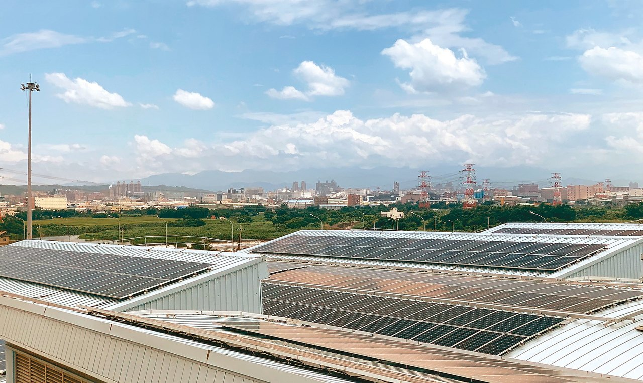 用電大戶購買綠電辦法來不及在十一月上路。圖為桃捷太陽能光電系統。 圖/聯合報系資...