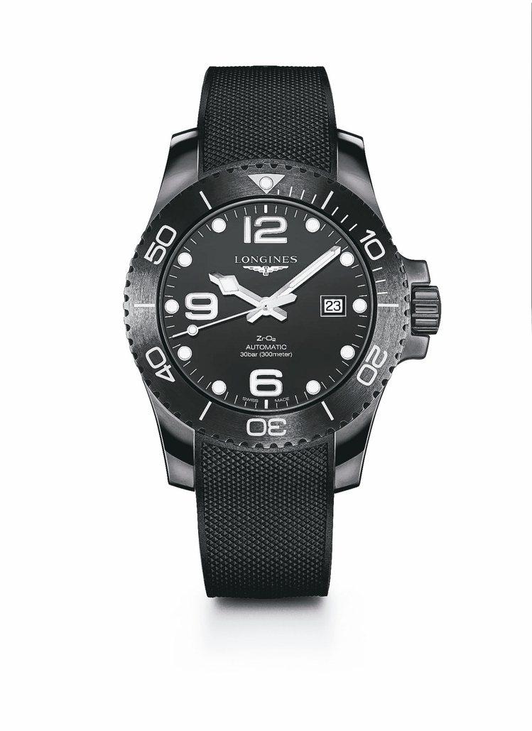 浪琴表深海征服者消光黑全陶瓷腕表,陶瓷表冠、表殼搭配黑色橡膠表帶,約12萬1,0...