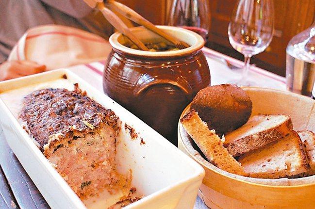 法國小館的家常料理肉醬,高級一點也可能摻點鴨肝在裡面。 圖/謝忠道