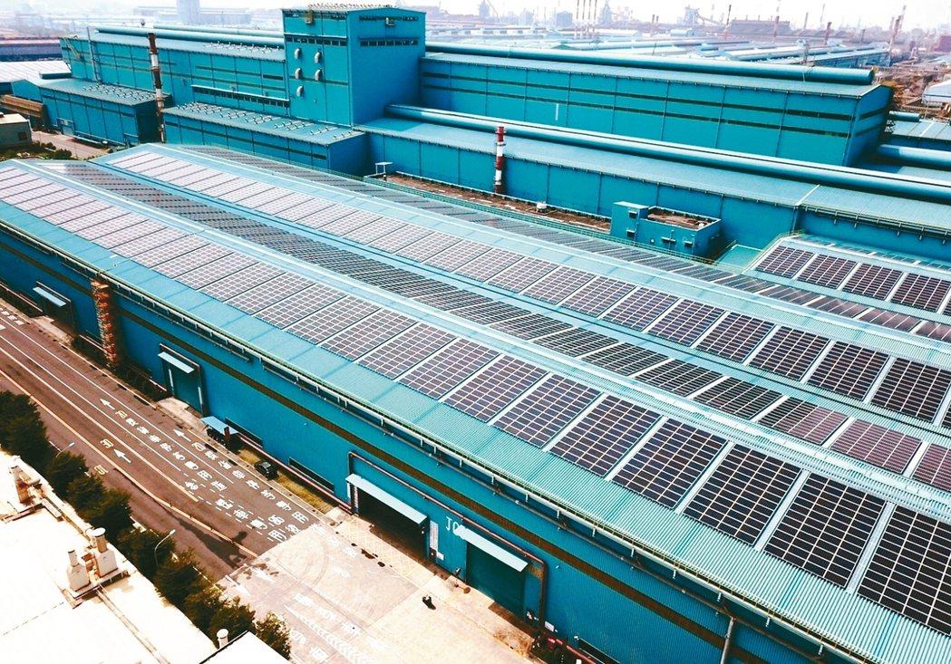 產業界高度關注的「用電大戶條款」,經濟部能源局目前規劃五年緩衝期,另外提供「早鳥...