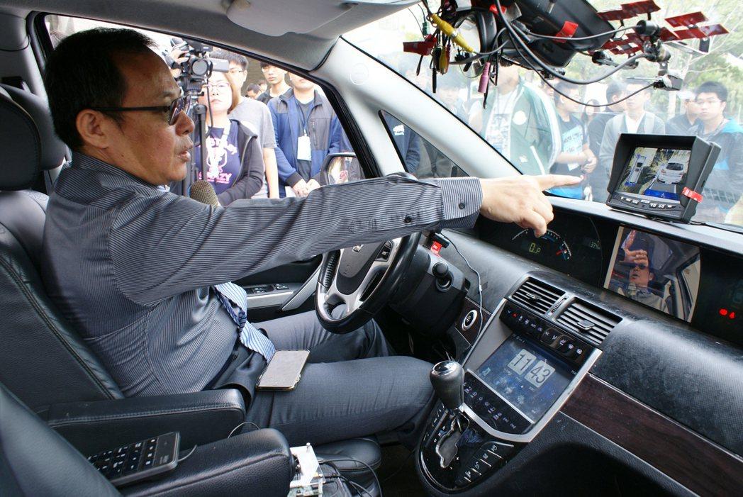 蘇慶龍指出,具自由視角功能之車用環景顯示系統 (AVM),採用4個光學廣角魚眼鏡...