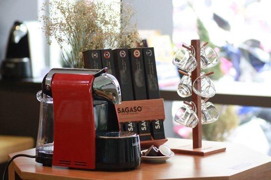 台灣訊科自創品牌「SAGASO」膠囊咖啡機,輕巧精美。 台灣訊科/提供