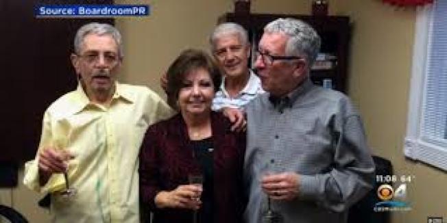 同性伴侶卡普利歐(左),因吸菸導致肺病變致死,雷諾菸草及菲利普莫里斯兩公司應賠償...