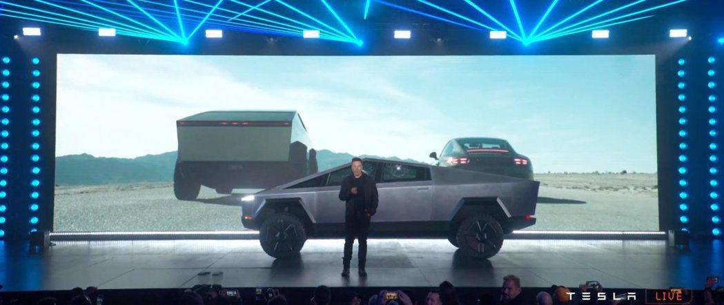 Tesla Cybertruck與Porsche 911比拚加速。 摘自Tesl...