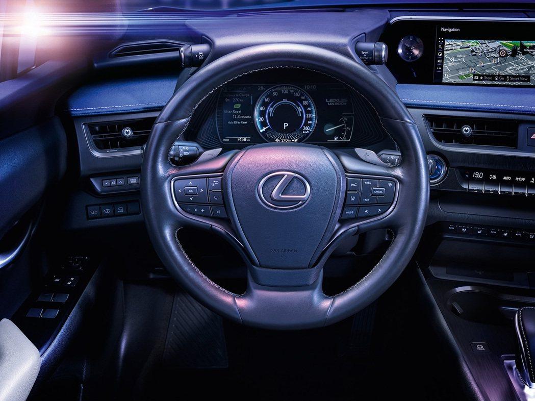 Lexus UX300e內裝與一般版本無太顯著的差異。 摘自Lexus