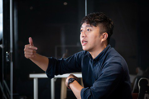 畢業台大歷史系,曾在師大附中任教的台灣吧共同創辦人蕭宇辰,很能理解教育現場的需求...