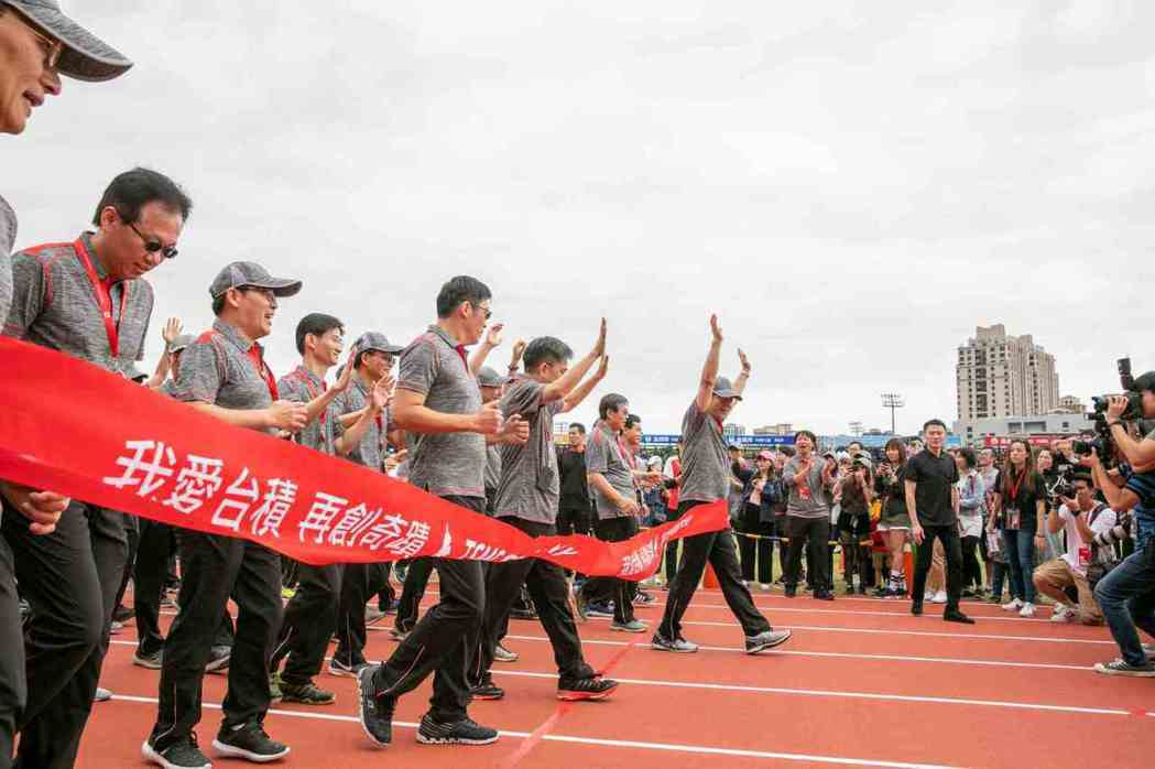 台積一直是台灣最國際化的公司,隨著規模日大,如何全球攬才,又融入台積獨特的企業文...