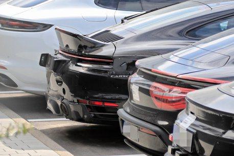 這輛Porsche 911竟有著大鴨尾 難道又是特別版本?