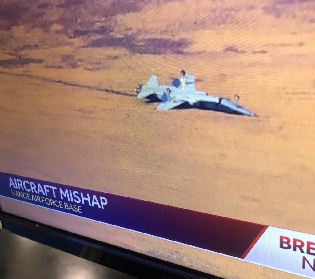 美國空軍兩架T-38教練機於當地時間21日早上9時失事。截自推特(@Maggie...
