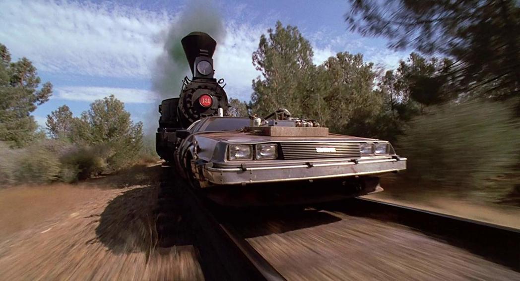 「回到未來第3集」火車推動時光車的場面具創意又刺激。圖/摘自imdb