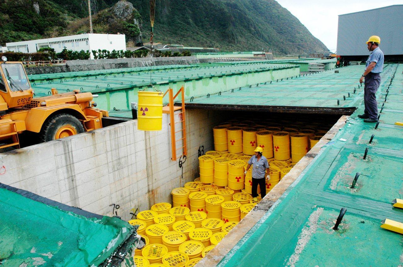 傳聞中央政府將針對蘭嶼核廢料貯存場對蘭嶼人造成的傷害,提撥25.5億元的高額補償...
