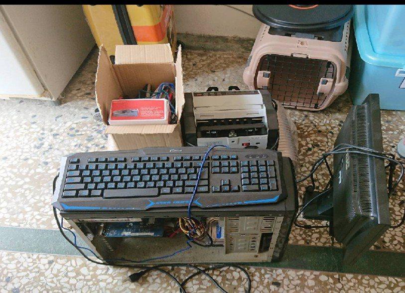 警方在許姓主嫌租屋處查扣犯案清點贓款用的點鈔機與電腦主機等。圖/警方提供