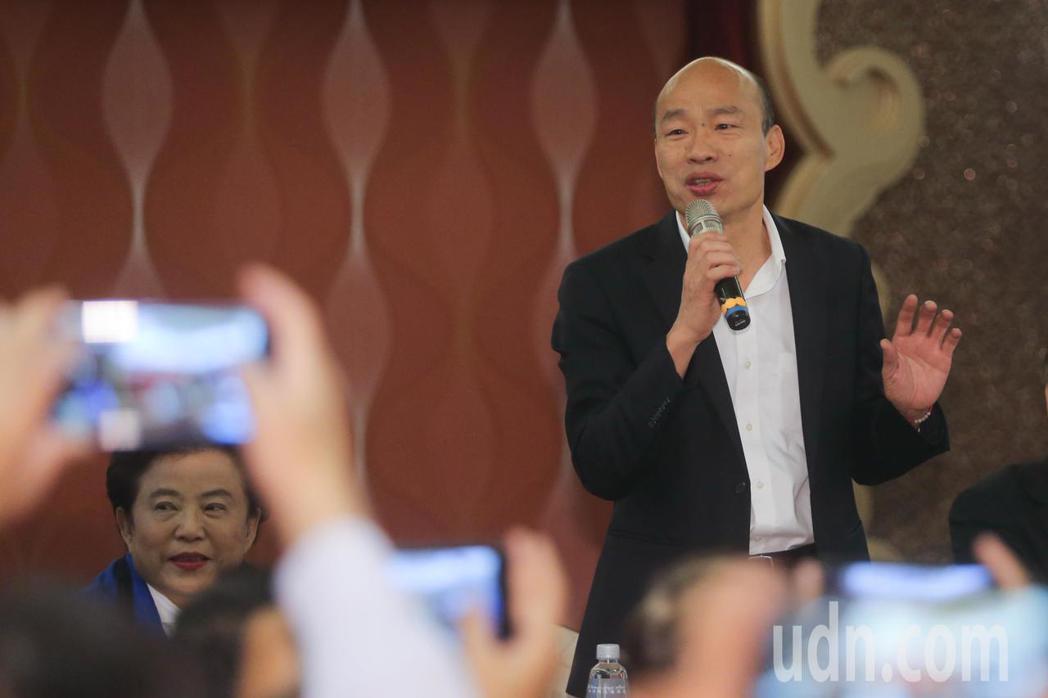 韓國瑜說,有一天他到廟裡參拜,廟裡的方丈向他抱怨一例一休政策。記者黃仲裕/攝影