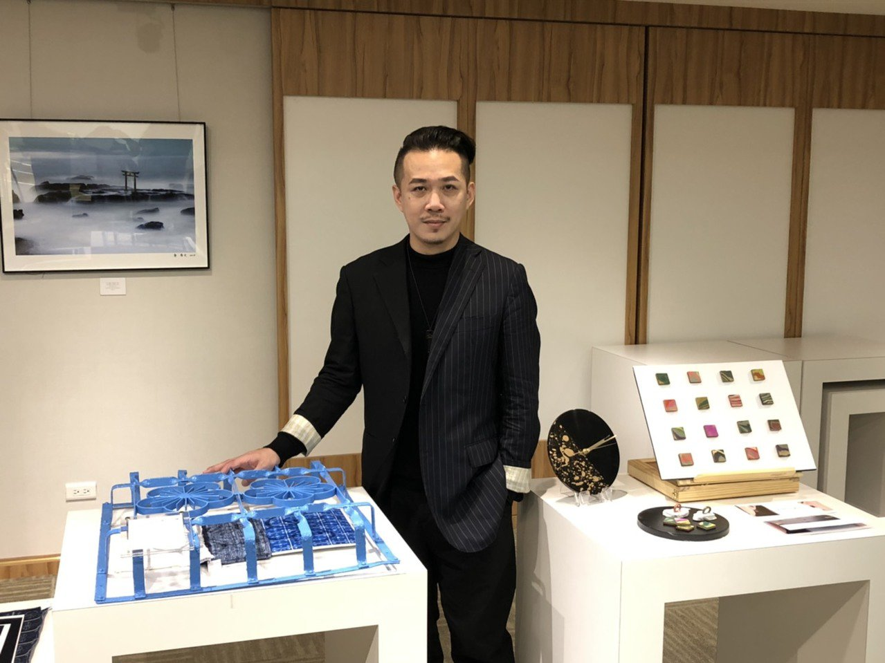 周裕穎以窗花美學、漆器工藝打造2020年東京奧運中華代表團的進場服裝。記者楊詩涵...