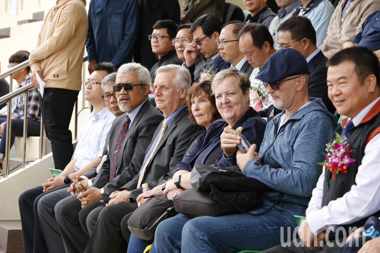 加拿大及印尼等各國貴賓應邀參加虎尾科大39周年校慶運動會。記者蔡維斌/攝影