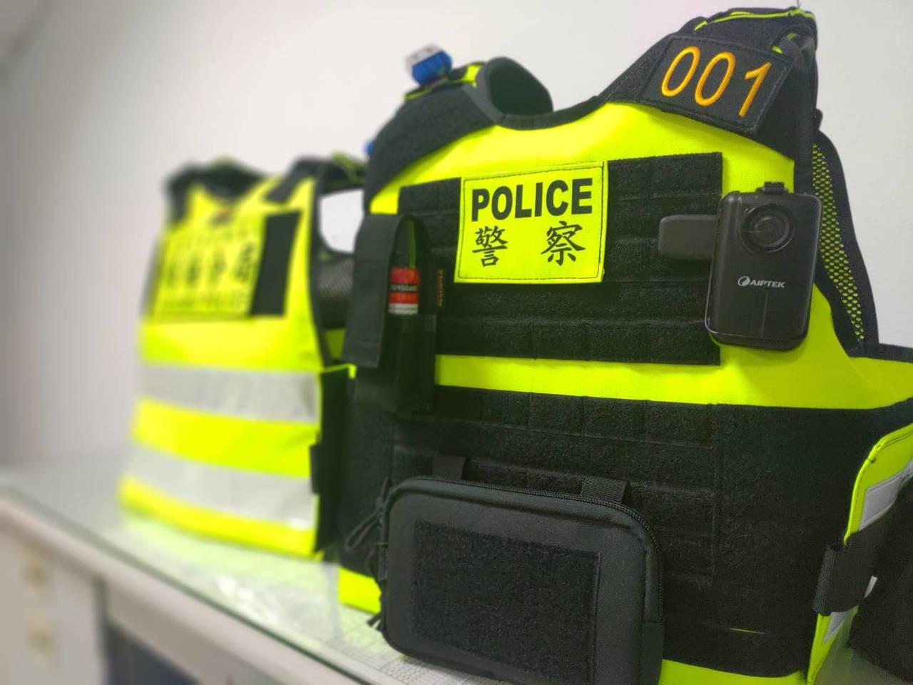 新型警用戰術背心可內置警用防彈背心、警用無線電袋、小罐辣椒水攜行袋、手機袋、密錄...