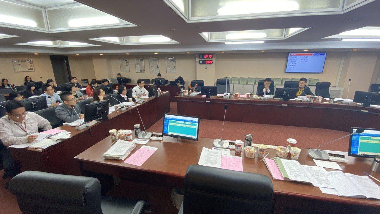 台北市議會今審查民政委員會預算。記者魏莨伊/攝影
