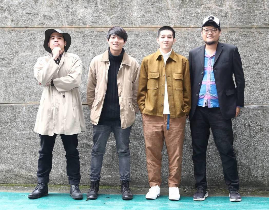 蘇打綠團長阿福(右)與合作樂團鹿洐人一同宣傳「不廢搖滾嘉年華」。記者陳立凱/攝影