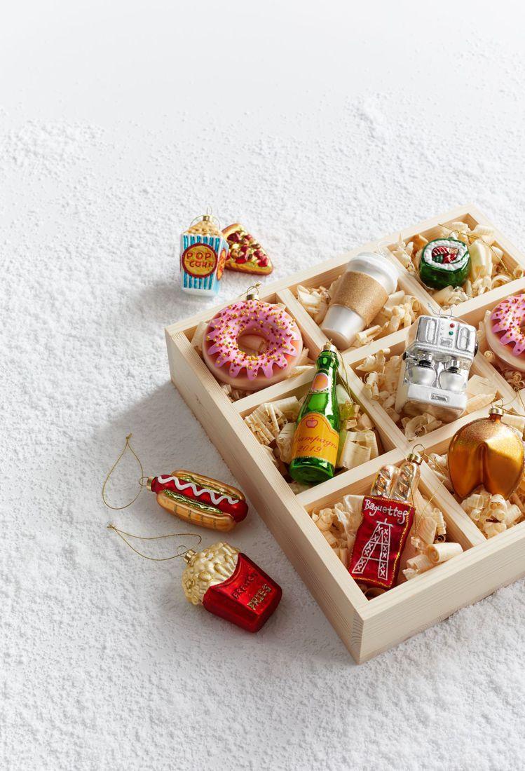 Crate and Barrel推出多款可愛造型的耶誕吊飾。圖/Crate an...