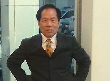 區域立委選舉登記日最後一天,台東曾擔任執業律師的男子張坤和,以無黨籍身分完成參選登記。記者尤聰光/翻攝
