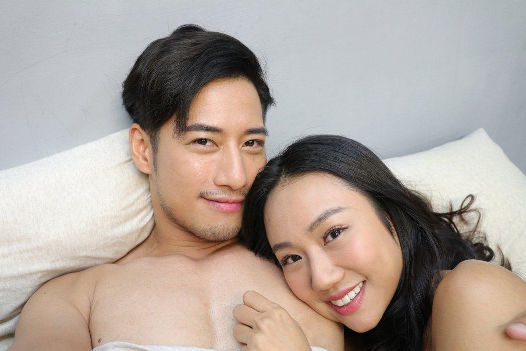 周孝安(左)、王茉聿在戲中有滾床單親密戲。圖/民視提供