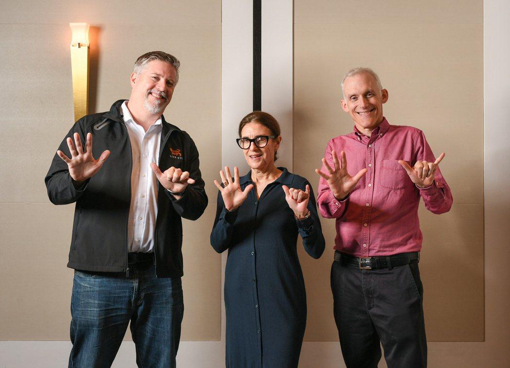 「雙子殺手」視覺特效指導比爾威斯坦霍佛(左起)、選角導演艾薇考夫曼以及剪輯指導提