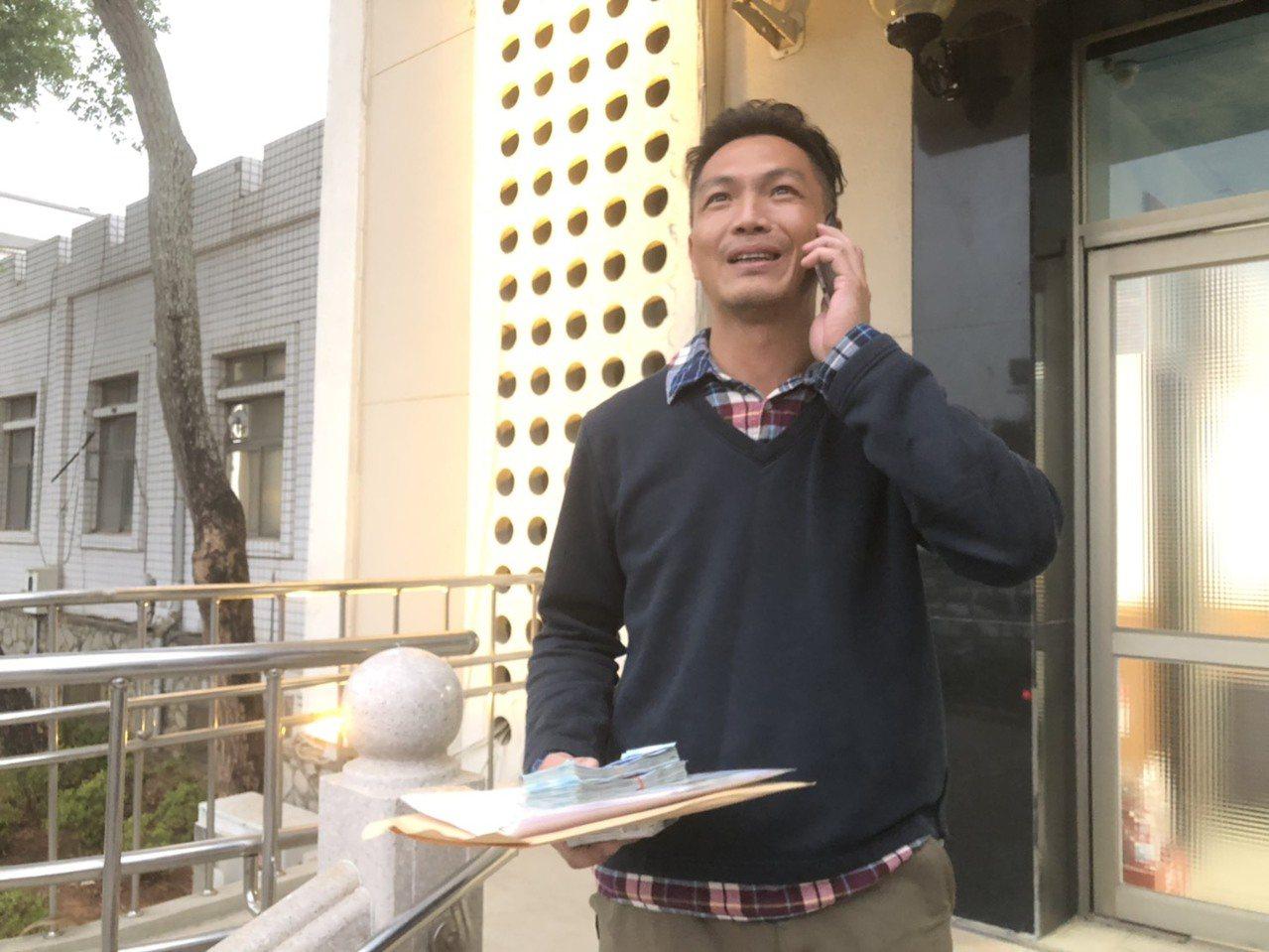 國民黨籍議員李應文原本要登記,但因為太座頻頻來電,臨時取消。記者蔡家蓁/攝影