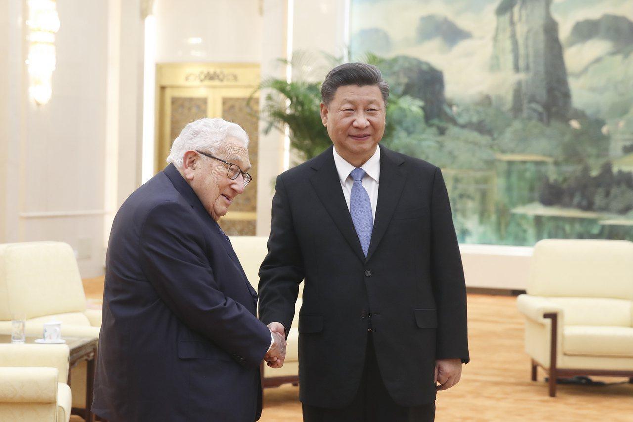 大陸國家主席習近平今天在北京人民大會堂會見96歲的美國前國務卿季辛吉。 圖/中新...