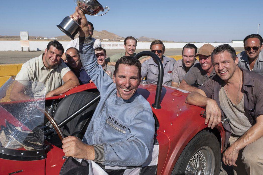 克里斯汀貝爾在「賽道狂人」演活壞脾氣賽車手。圖/福斯提供