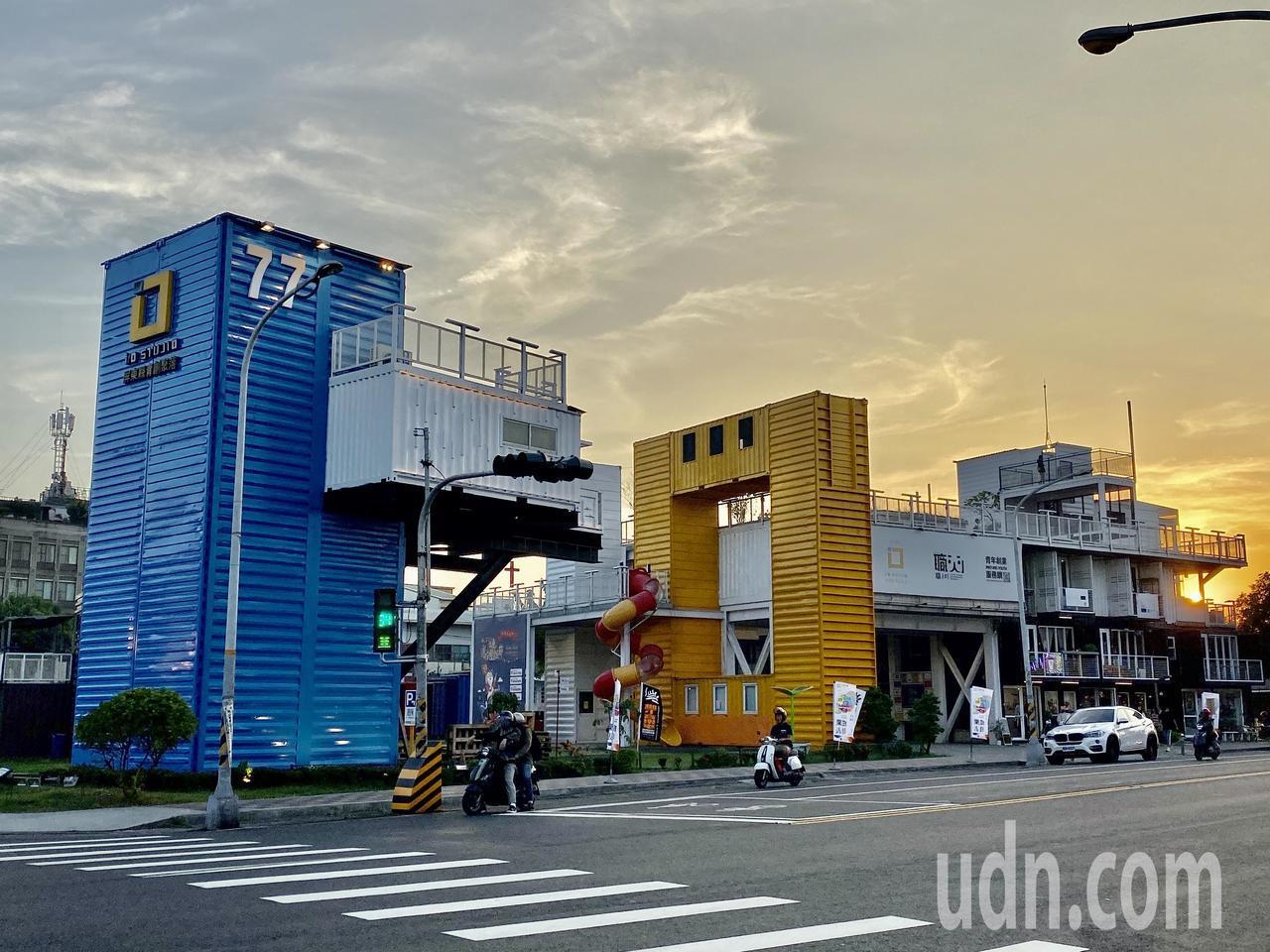 屏東縣議員陳揚指出,屏東青創基地店家每月平均淨利僅1.5萬,比最低基本工資還低。...