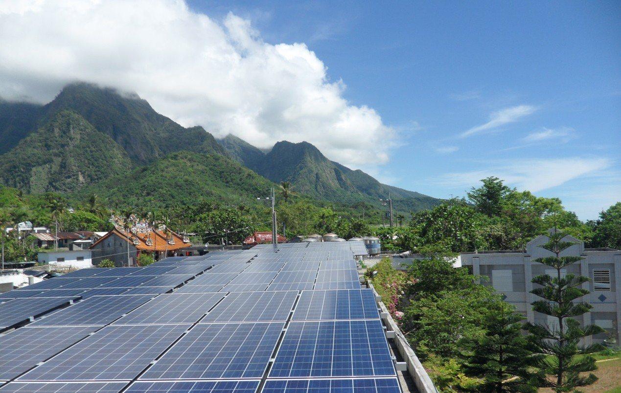 台東縣政府推動綠能光電,6年來為縣庫進帳6300萬元權利金。圖/台東縣政府提供