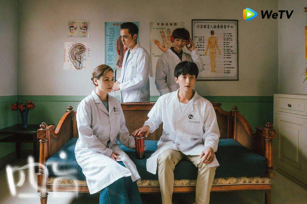 炎亞綸和明道等人用自己的方式詮釋盲人按摩師。圖/WeTV提供