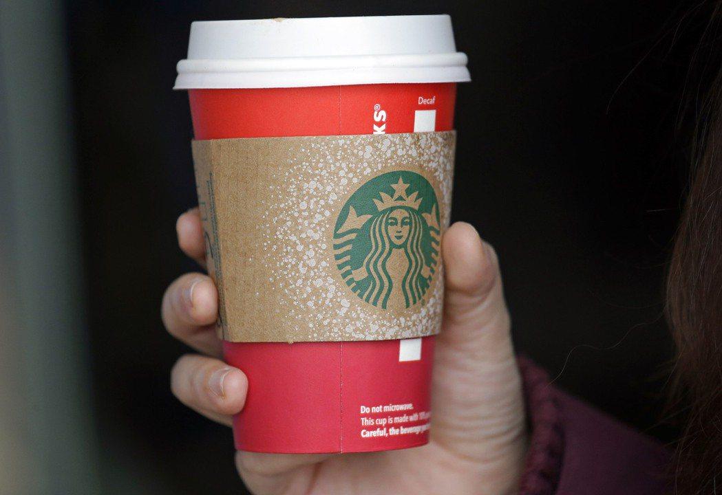 南韓環境部22日宣布,2021年咖啡館和餐廳顧客外帶餐點,使用紙杯要額外付錢。(...