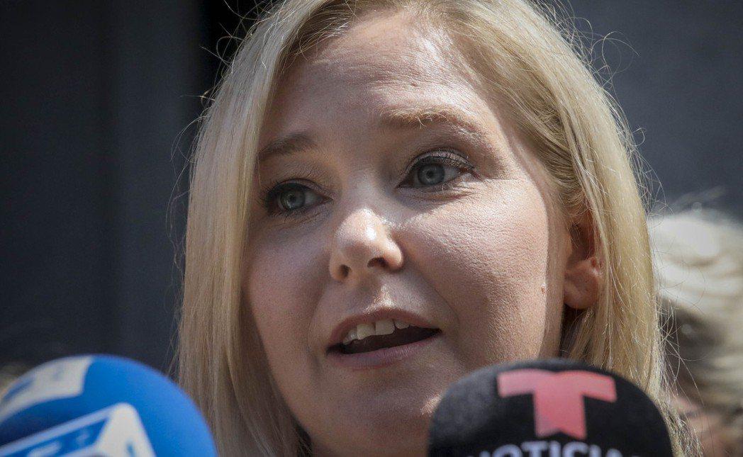 現年35歲的維姬妮亞.裘福利今年8月指控在17歲時被艾普斯坦提供給安德魯王子,並...