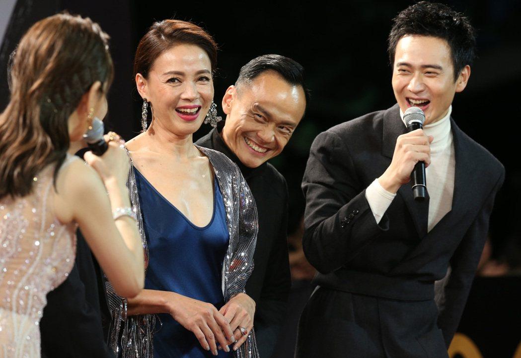 柯淑勤(左二)走星光大道。記者陳立凱/攝影