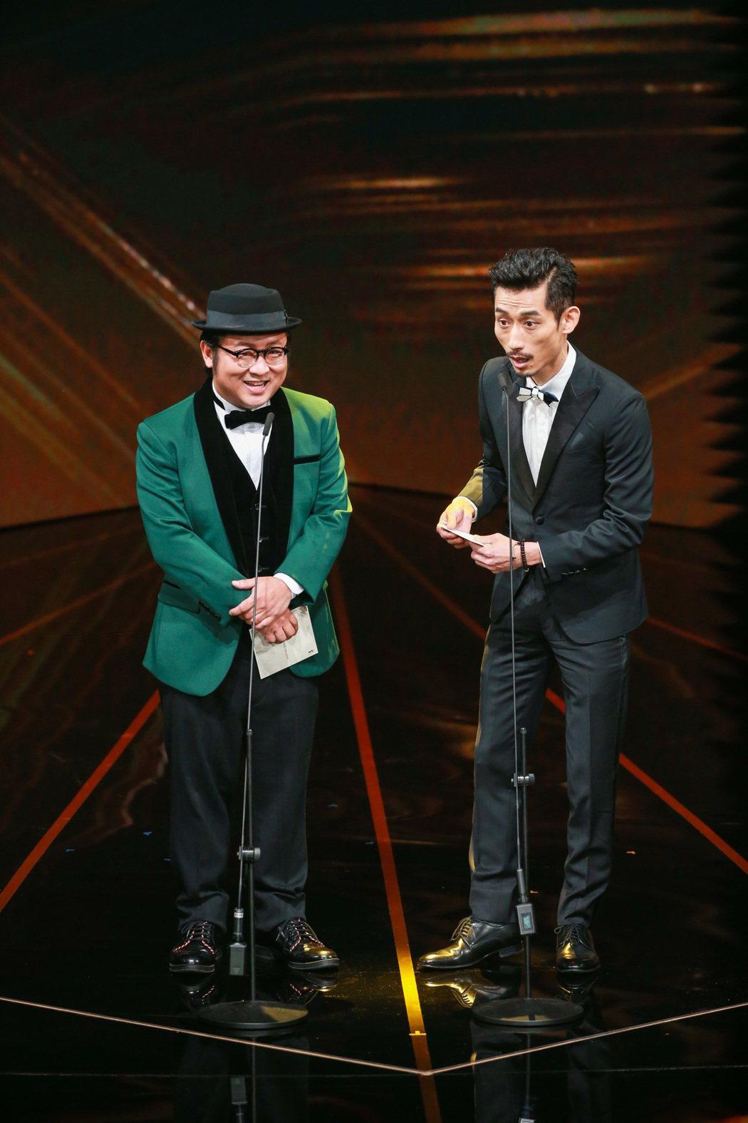 納豆(左)與陳竹昇(右)頒發最佳攝影獎與最佳視覺效果獎。記者林伯東/攝影