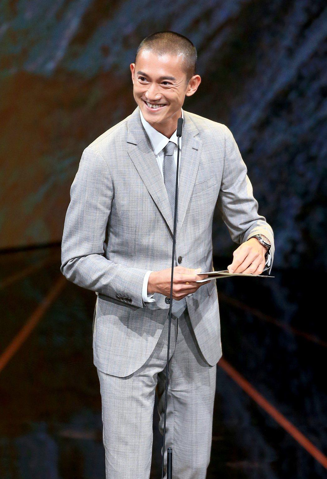 第56屆金馬獎頒獎典禮,吳慷仁頒發最佳剪輯獎與最佳動作設計獎。記者林伯東/攝影