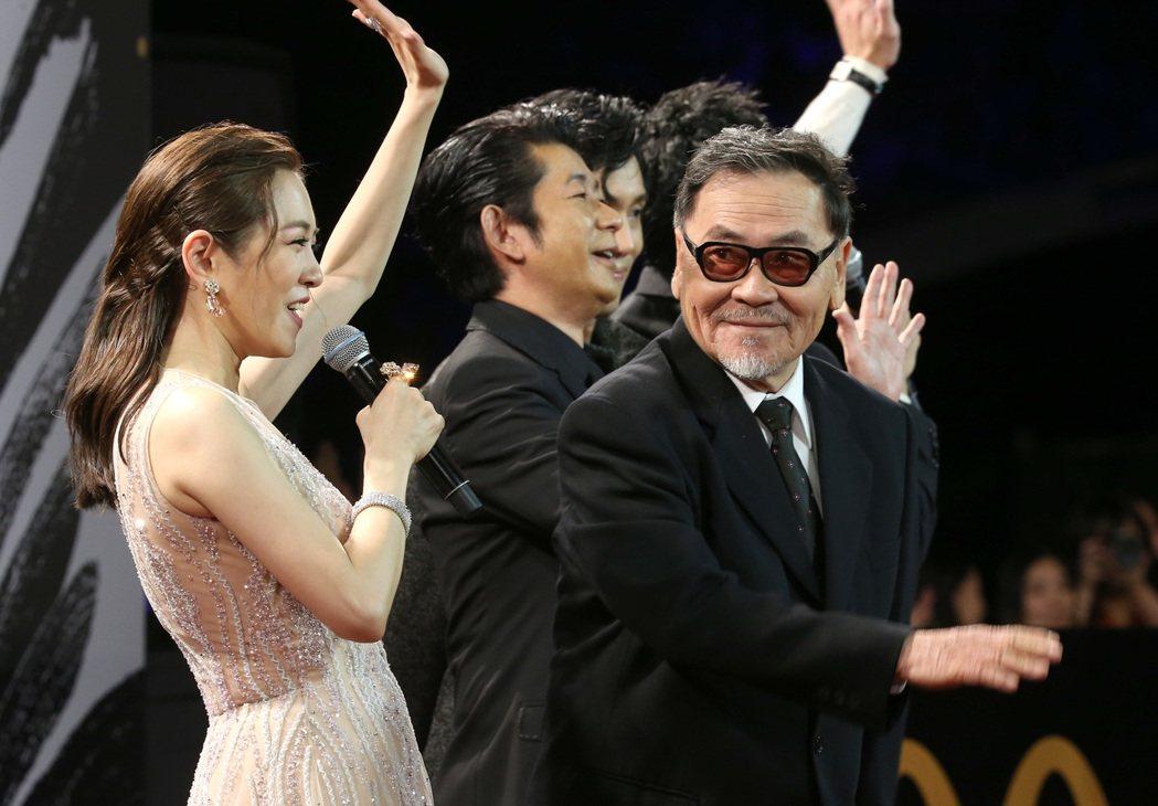 王童(右)與永瀨正敏(中)走星光大道。記者陳立凱/攝影