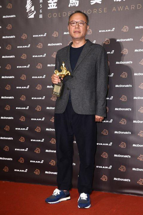 在台灣影壇已是具有代表性名導的鍾孟宏,過往長片作品全都曾獲金馬獎提名,沒有一部遺漏。早在九年前他已憑「第四張畫」拿下第一座金馬獎最佳導演大獎,今年再以「陽光普照」二度掄元,他處理一家四口的故事,每一...