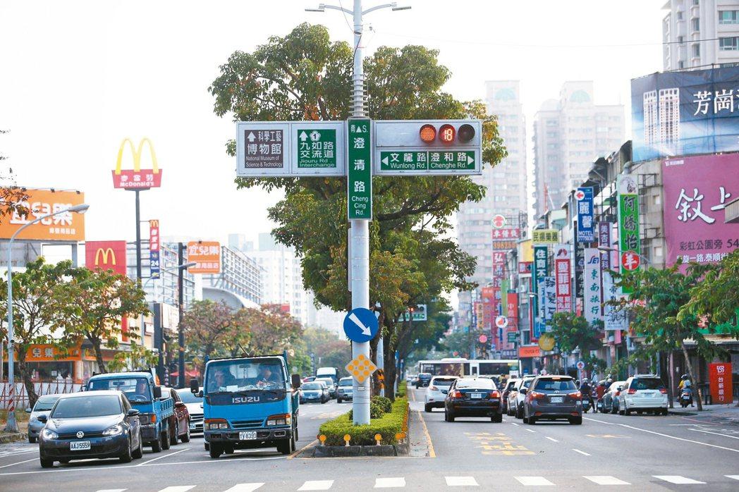 高雄市文山特區受惠交通便利、生活機能完善,房價穩步走高。 記者劉學聖/攝影