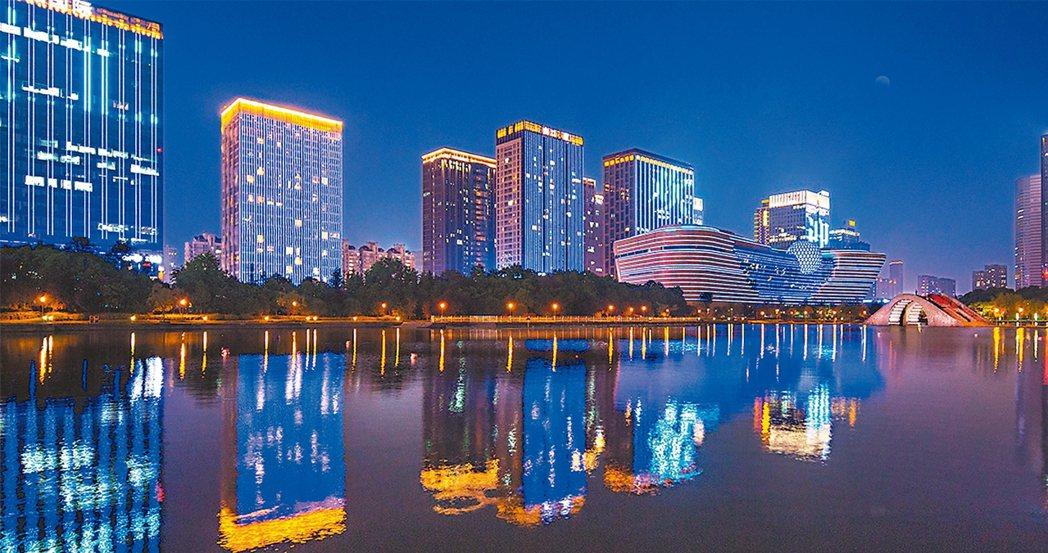 杭州G20錢塘江沿岸燈光秀。 佰影數字科技╱提供
