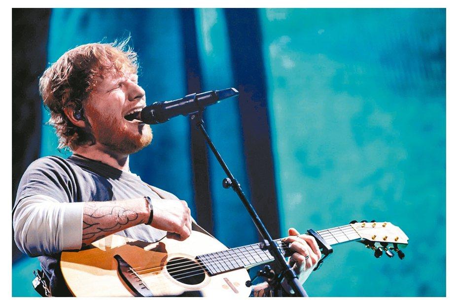 英國現場音樂產值去年創下新高。圖為英國知名歌手紅髮艾德(Ed Sheeran)。 中通社