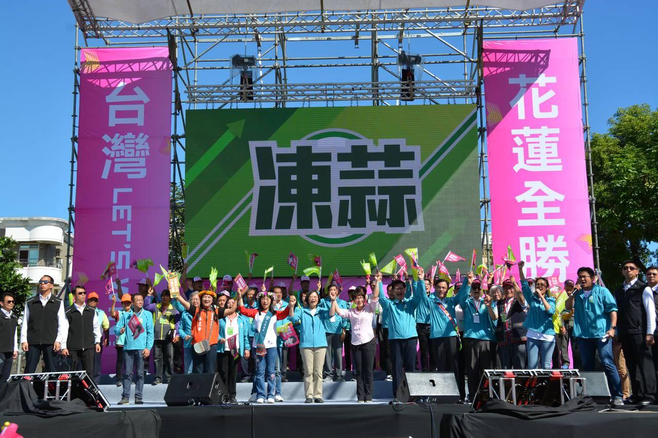 蔡英文總統今天到花蓮參加競選活動,再提「0到6歲國家跟你一起養」政見。 聯合報系...
