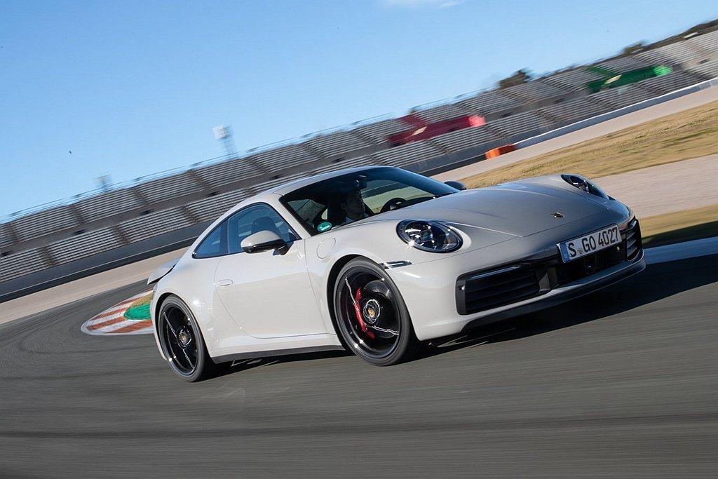 Porsche 911則榮獲Performance Car(年度性能車)獎項。 ...
