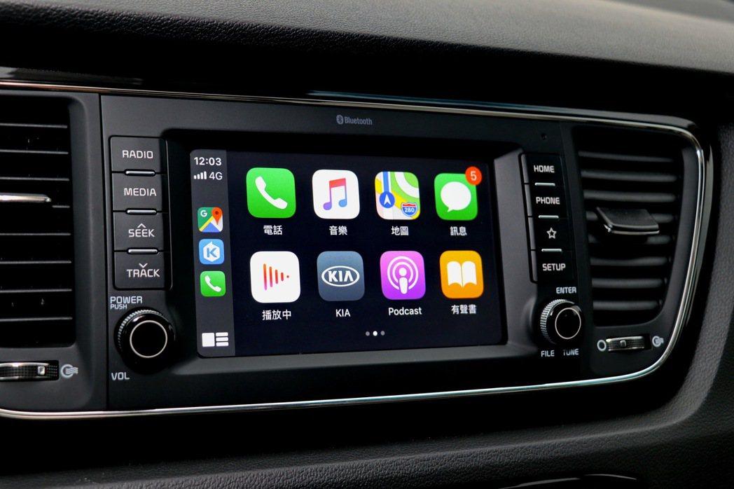 提供Apple Carplay及Android Auto連線功能。 記者陳威任/...